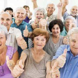Benefici dell'acqua alcalina per gli anziani